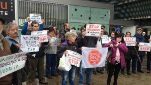 protesta-frente-sede-alokabide_ediima20170104_0521_4